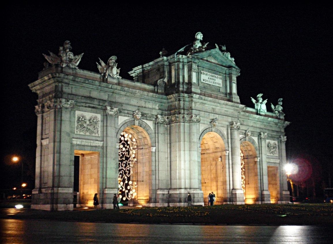 Se oyen gritos al atardecer bajo el cielo de Madrid(2)